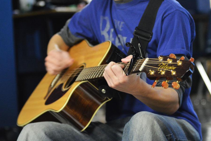 Junior Joel Mills plays guitar at Club 121
