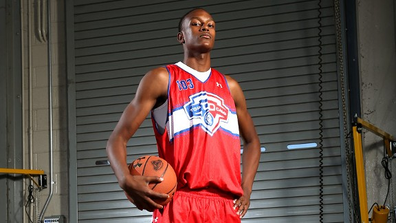 Myles Turner commits to Texas